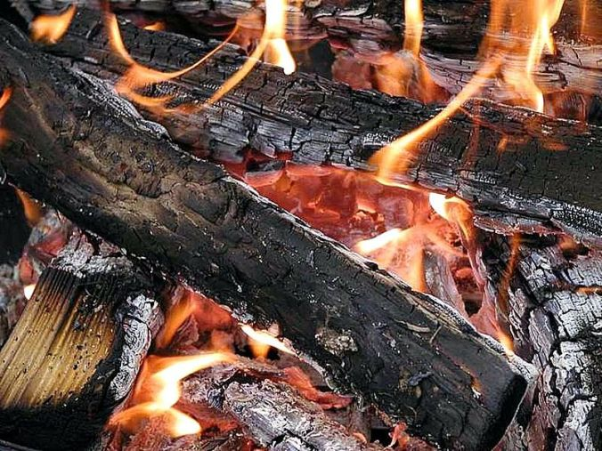 800px-fires_wood_flames_burning_embers_coals